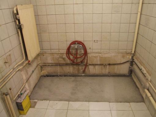 Leidingen verwijderen/omleggen oude badkamer - Werkspot