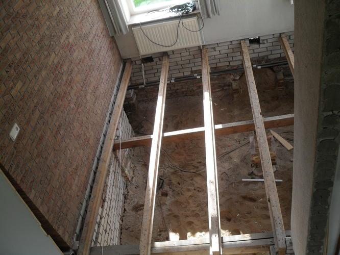 Voorkeur Purschuim aanbrengen onder betonvloer op zwaluwstaartplaten - Werkspot MI58