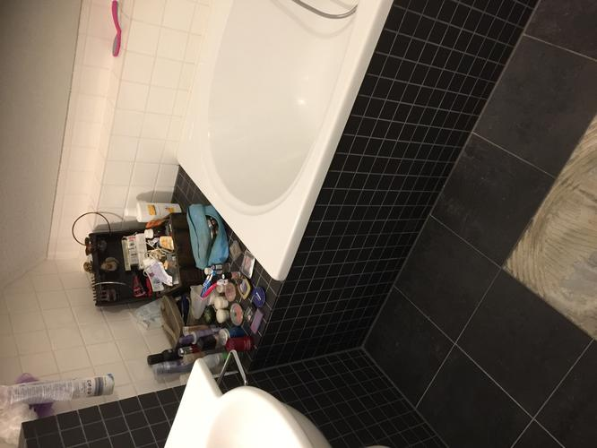 Tegels Badkamer Verwijderen : Beschadigde badkamertegel vervangen badkamer livios