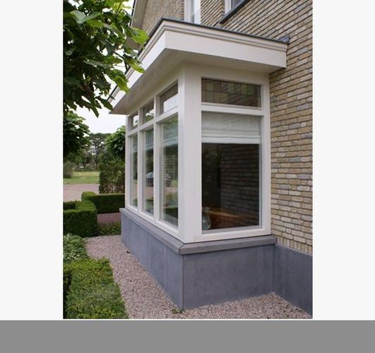 Uitbouw zijkant van het huis en een erker aan de voorkant for Moderne aanbouw aan klassiek huis