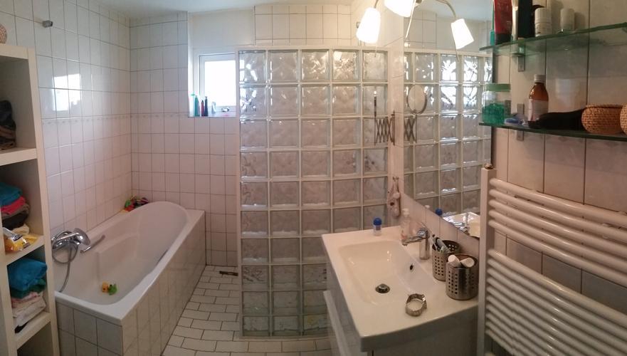 Tegels Badkamer Uitbreken : Vloertegels verwijderen badkamer. keramische tegels schoonmaken na