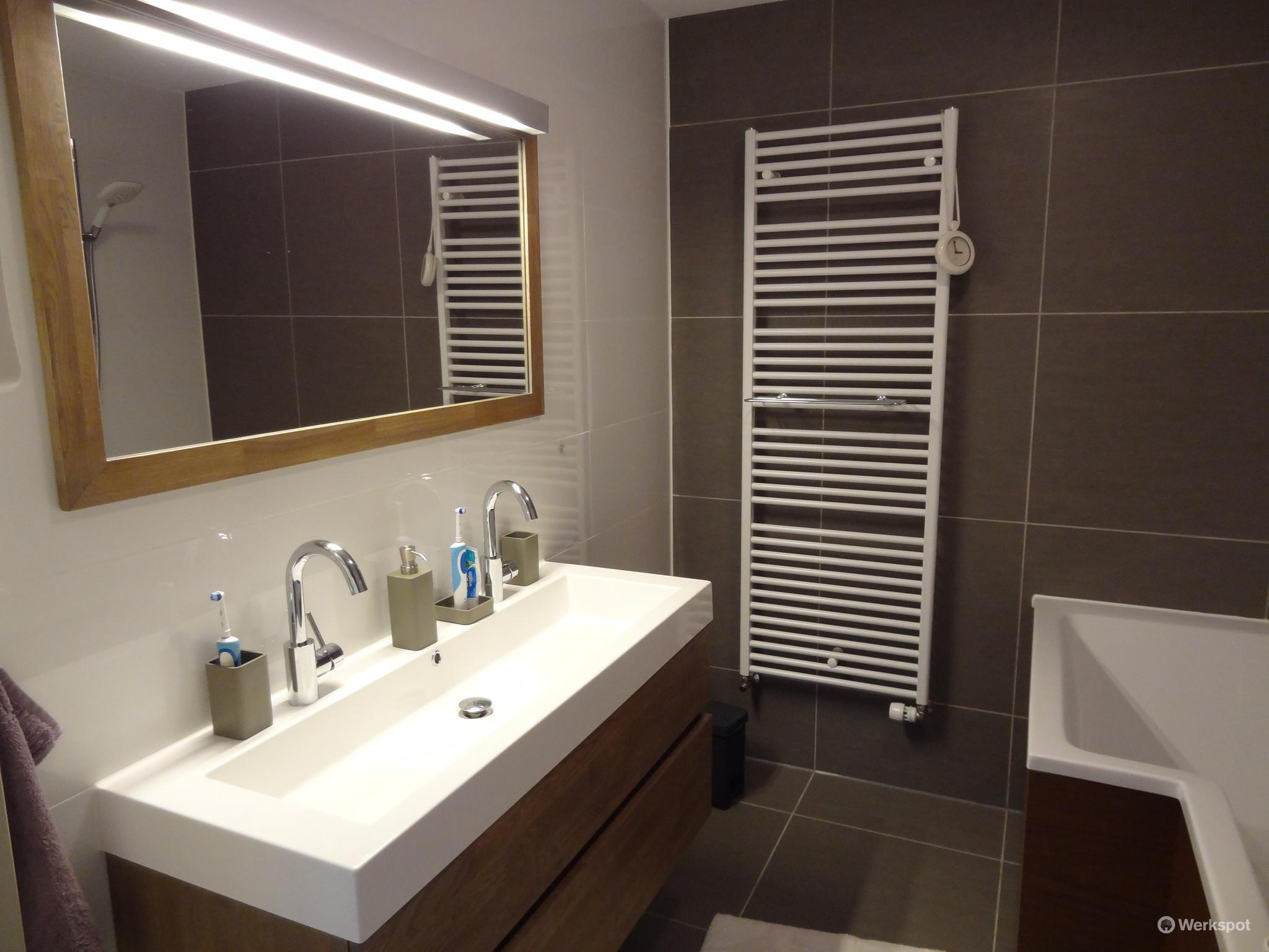leidingwerk, stucen, tegelen badkamer - Werkspot