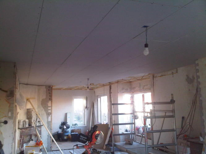 Plafond behangen met renovliesbehang werkspot for Glasvlies behangen
