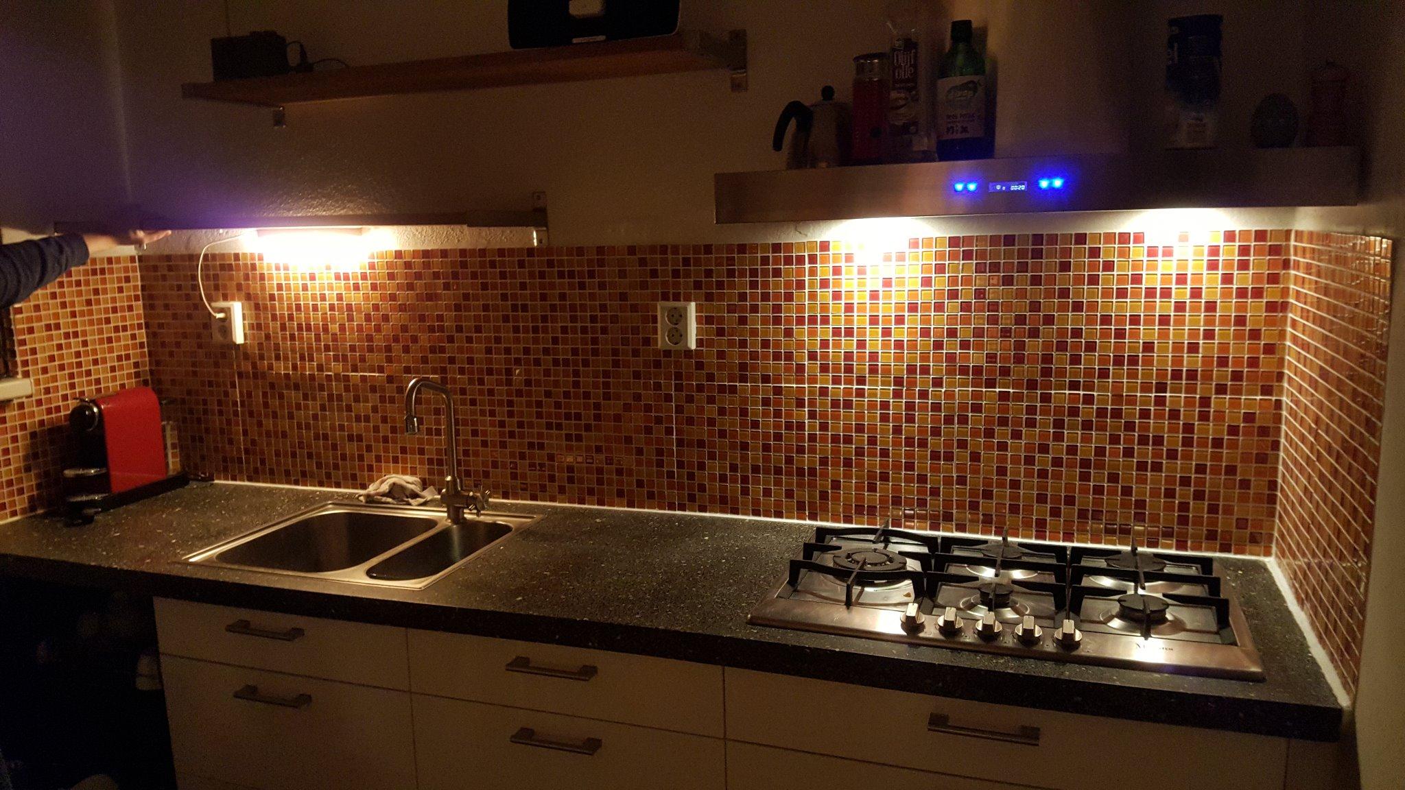 Keuken opnieuw betegelen en verwijderen oude tegels werkspot