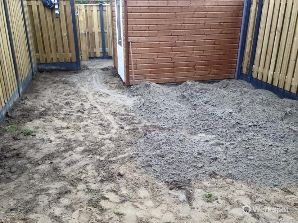 Afgraven en bestraten tuin nieuwbouwhuis - Werkspot