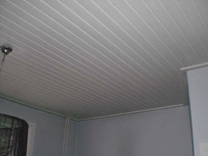 Balken plafond plaatsen