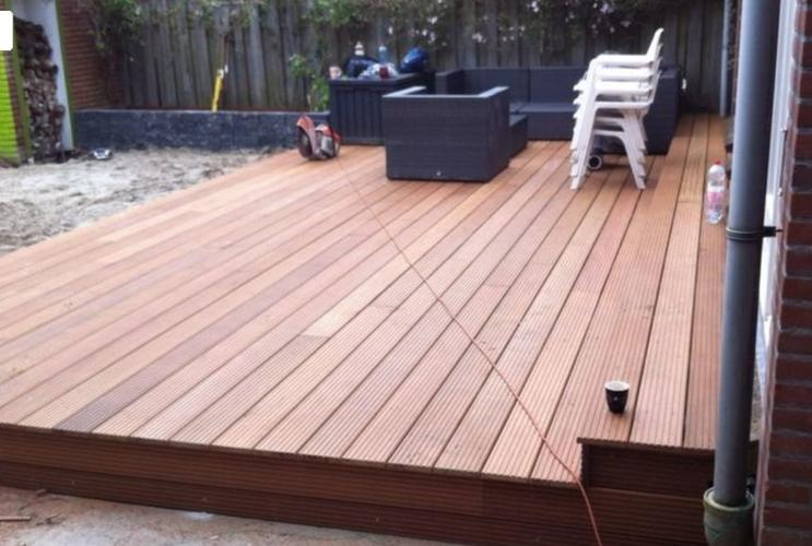 Aanleg bankirai tuin terras op betonnen voeten werkspot for Bankirai terras
