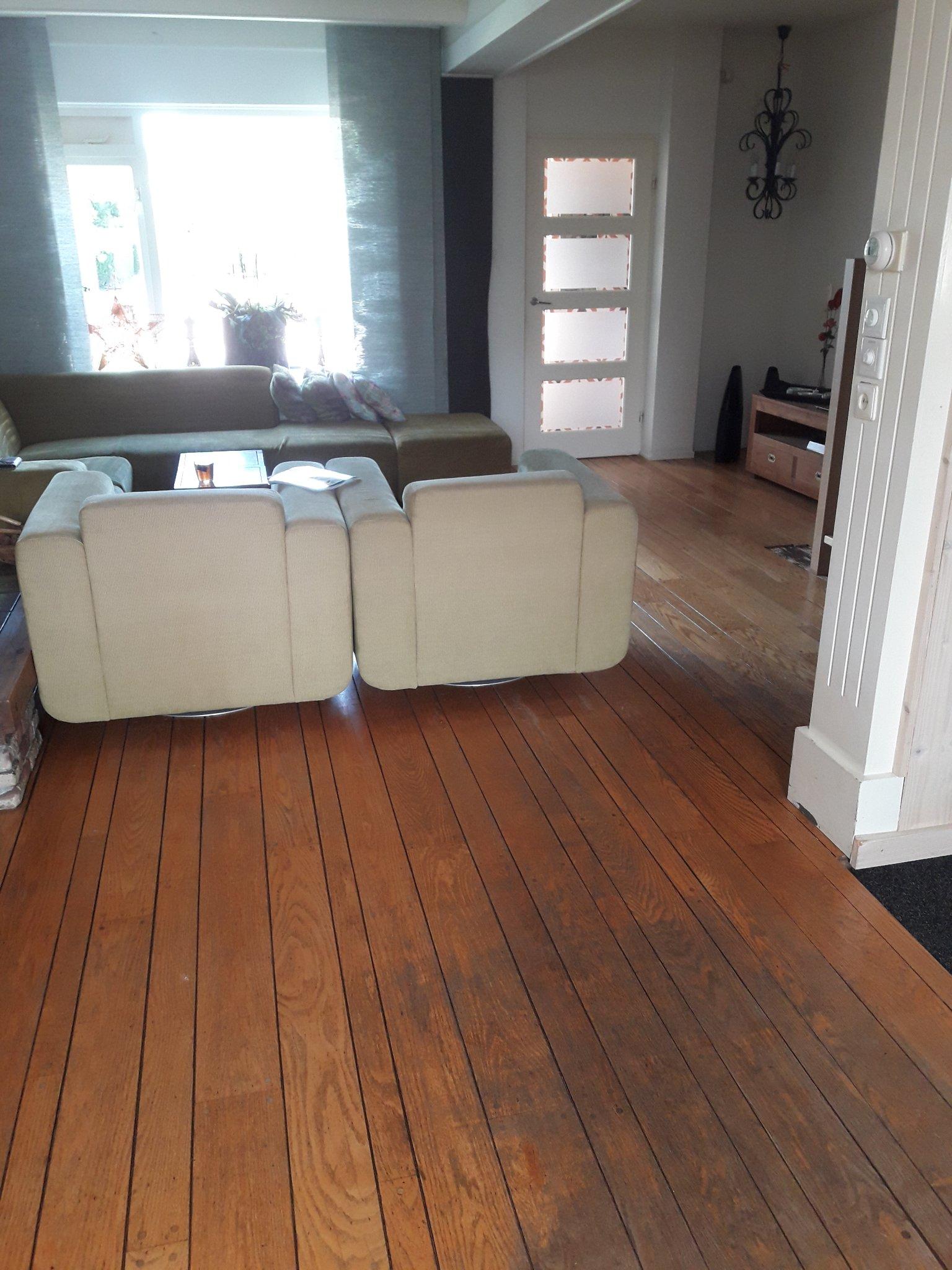 Voorkeur Oude houten vloer verwijderen, egaliseren en 60m2 pvc vloer leggen PI91