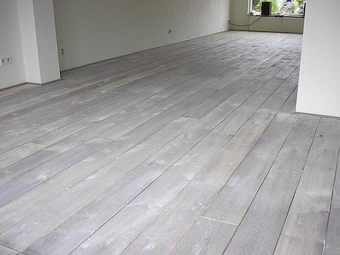 Eiken houten vloer schuren en behandelen white washen werkspot