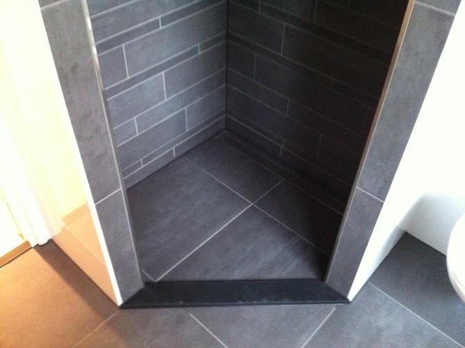 Nieuwe Badkamer Dorpel : Vernieuwe kitwerk inloop douche plaatsen dorpel werkspot