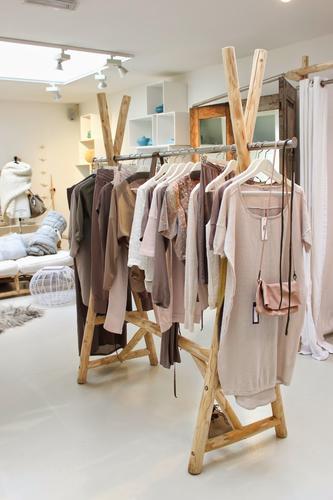 Houten kledingrek maken slaapkamer werkspot for Houten vijverbak maken
