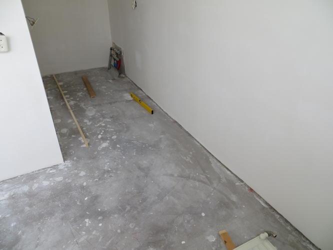 Slaapkamer Betonnen Vloer : Egaliseren betonvloer slaapkamer werkspot