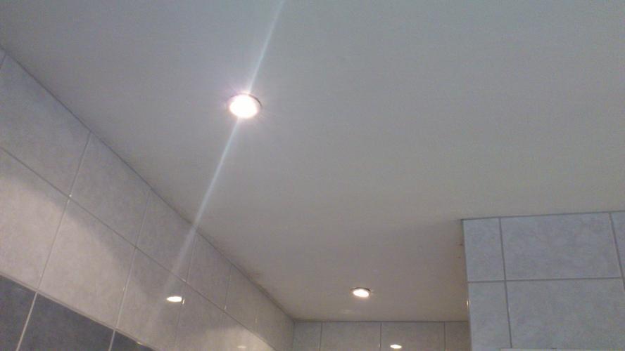 Opknappen en schilderen badkamer plafond - Werkspot