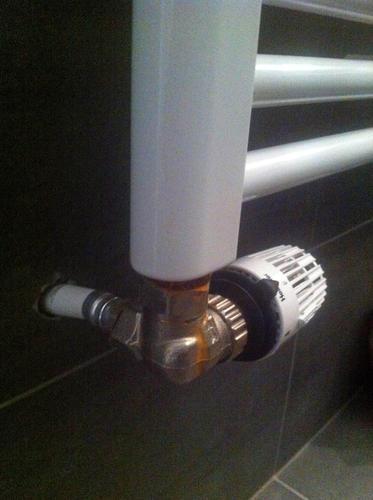Genoeg Kleine reparaties aan designradiator, douchekraan en douchekop FX89