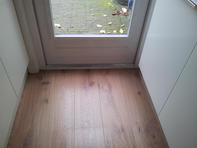 Een houten vloer versus laminaat moonoloog