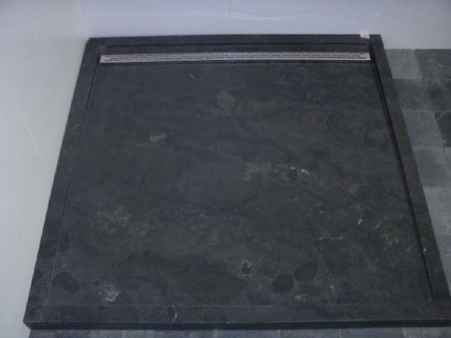 Douchebak plaatsen plus folie aanbrengen glaswand werkspot - Type marmer met foto ...