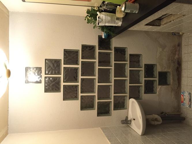 Glasblokken In Badkamer : Renovatie van verholpen lekkage badkamer en muur toilet werkspot