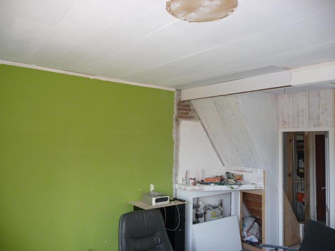 Keuken Onder Trap : Wanden en plafond stuken woonkamer keuken en hal werkspot