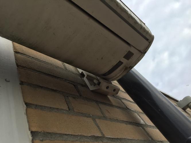 Populair Zonnescherm opnieuw ophangen met verlengde beugels - Werkspot RJ56