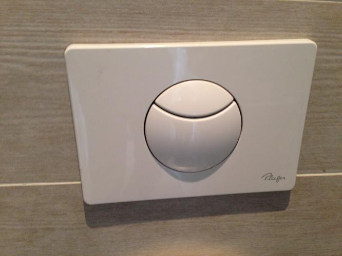 Plieger Drukknop Toilet : Plieger inbouw toilet loopt door reservoir wil niet vullen werkspot