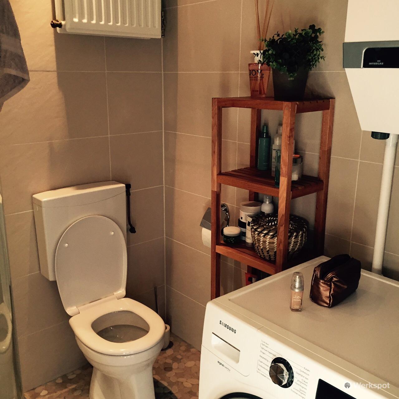 tegelen wand/vloertegels badkamer ongeveer 21 m2 - Werkspot