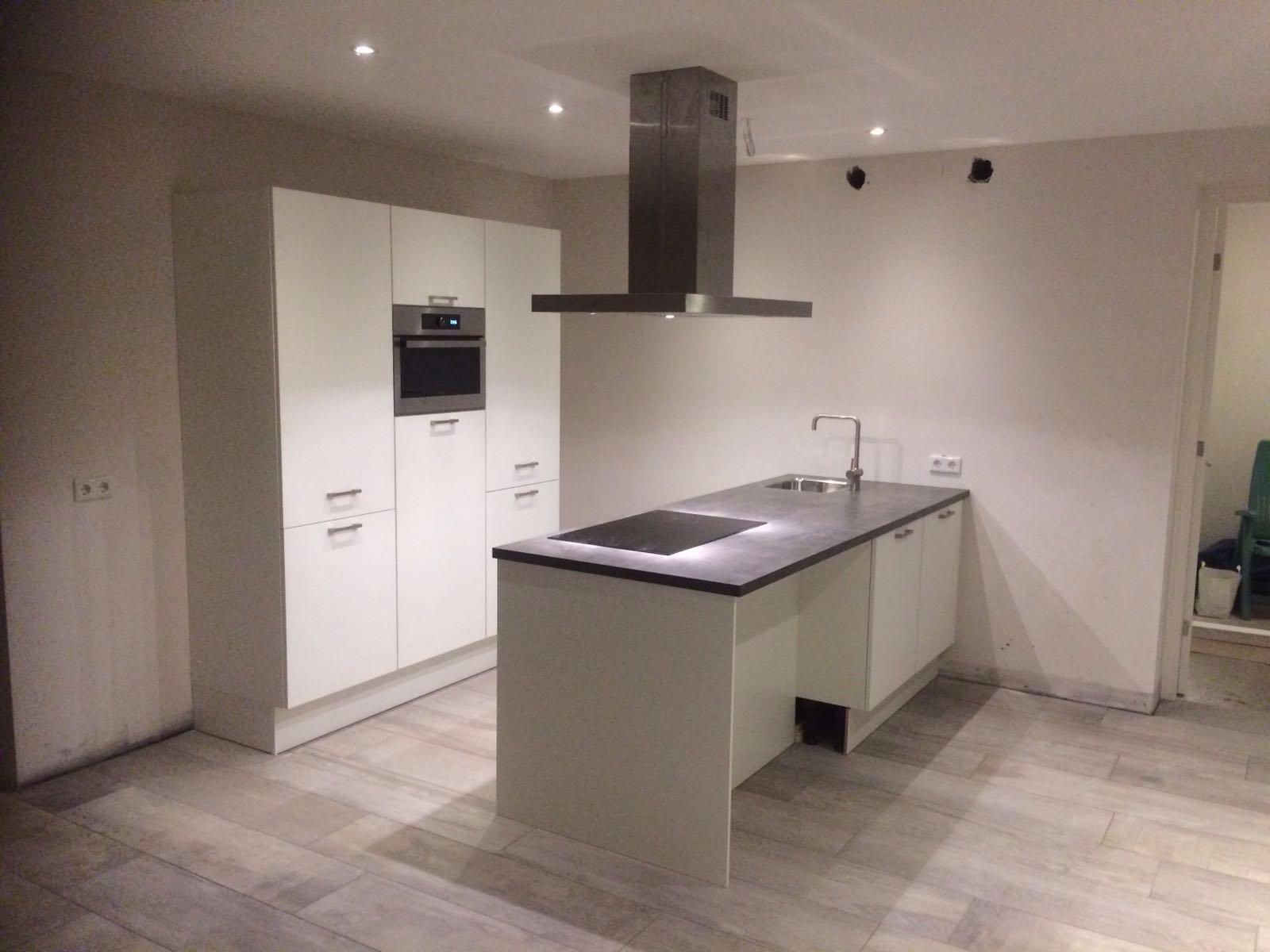 Voorkeur ombouw keuken kastenwand met nissen - Werkspot FO12