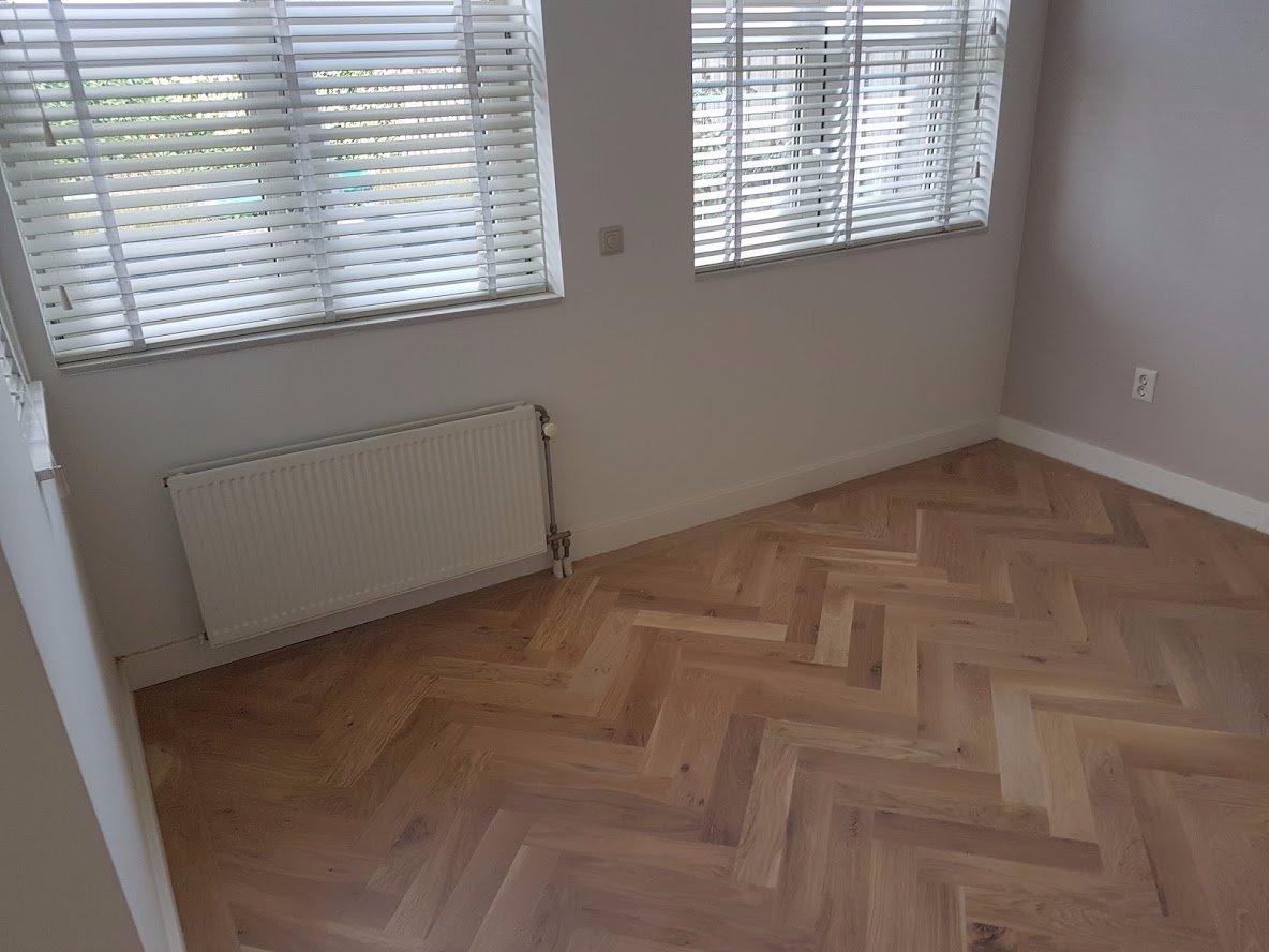 Plinten demonteren + nieuwe plinten monteren in woonkamer - Werkspot
