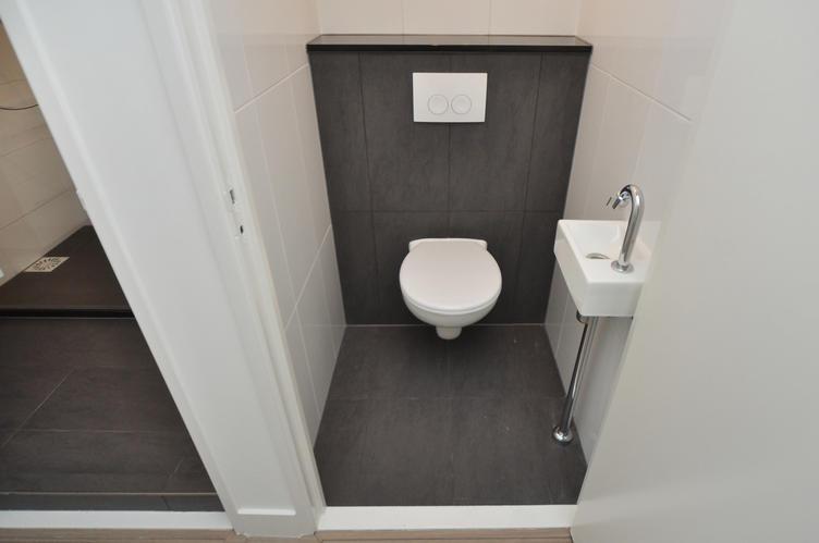 Badkamer Grijze Tegels : Badkamer werkspot