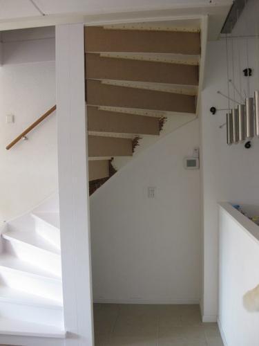 Trapkast maken van dichte trap in de woonkamer - Werkspot