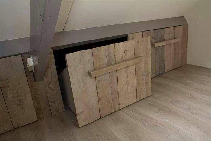 Steigerhouten bakken voor schuine kant slaapkamer. - Werkspot