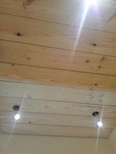 Plafond beitsen whitewash en balken schilderen werkspot - Verf een houten plafond ...