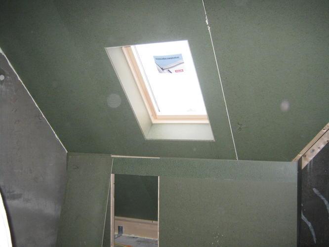Schilderen plaatwerk schuine daken en onderkant trap werkspot