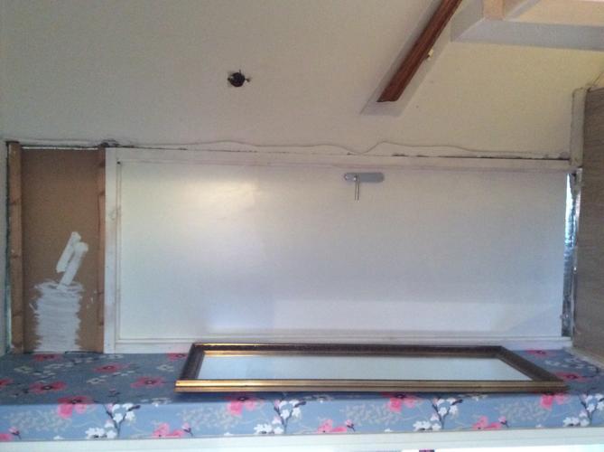 In het trapgat en overloop muur netjes maken deurkozijn for Trapgat behangen