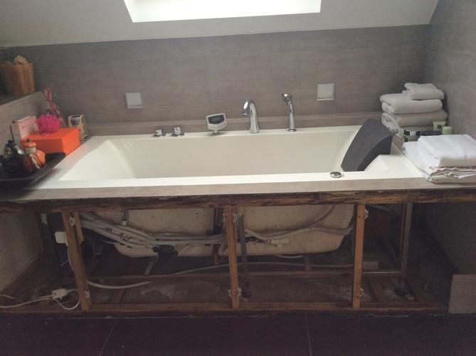 Badkamer Bad Installeren : Badkamer bad verwijderen nieuw bad plaatsen plus tegelwerk