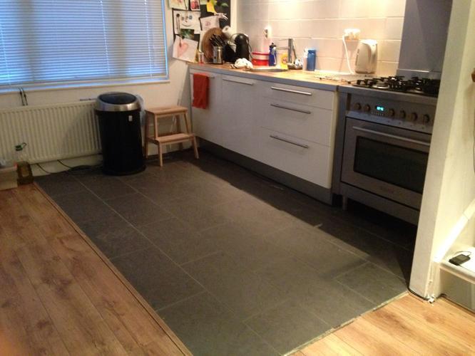 Oude tegelvloer keuken eruit nieuwe erin werkspot