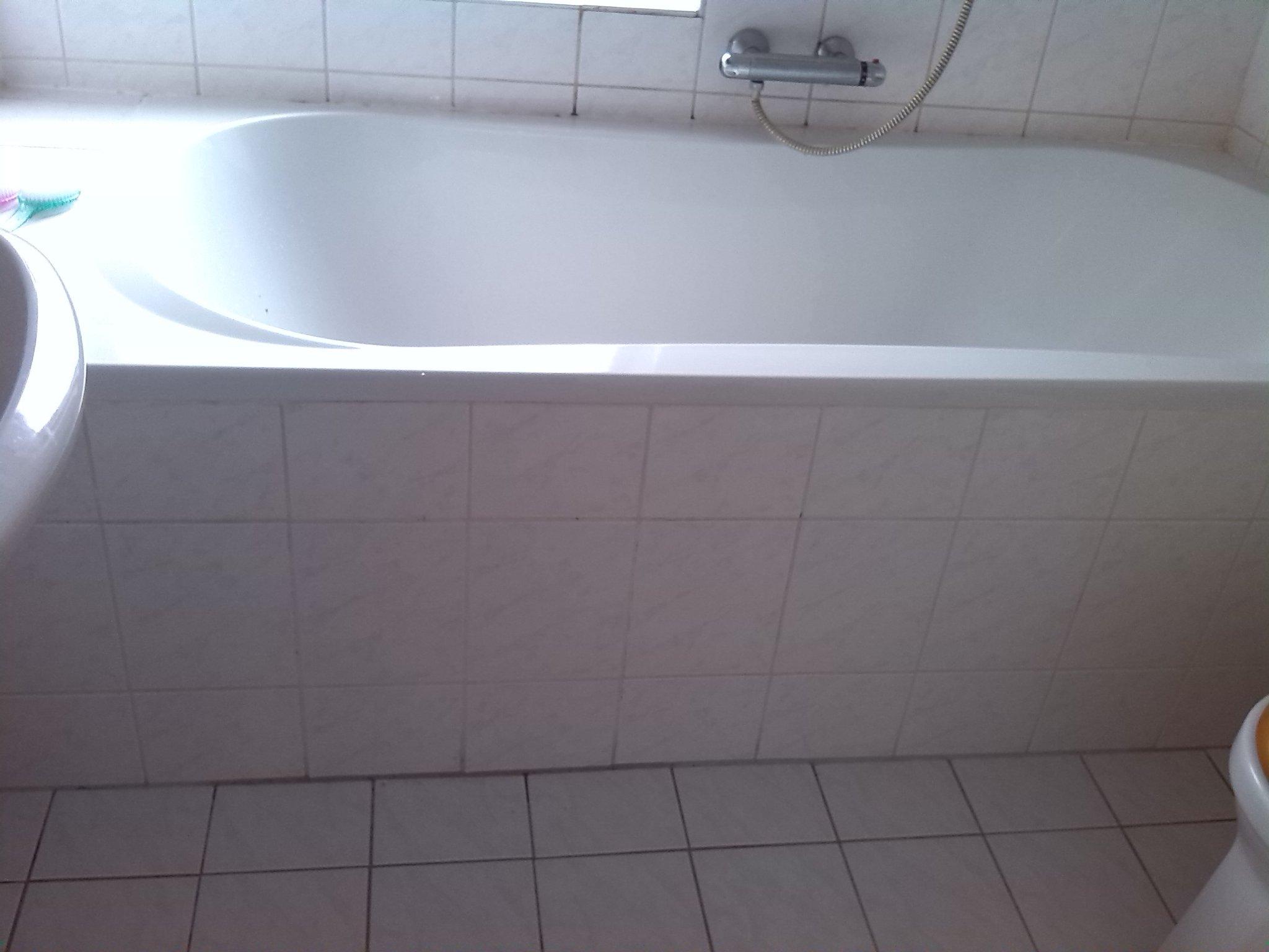 standaard badkamer opnieuw voegen en badrand kitten - Werkspot