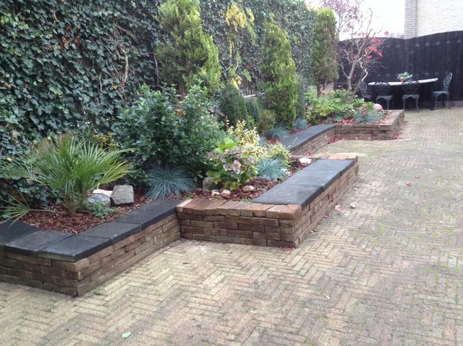 Border rand tuin metselen en stuken werkspot for Tuin decoratie met stenen