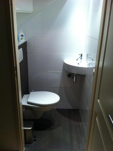 Renoveren toilet beneden onder trap werkspot - Beneden trap ...