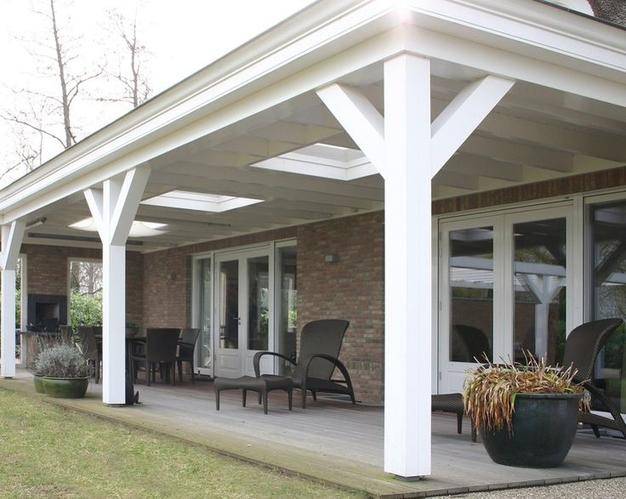 Houten veranda aan huis vast van 7 mtr breed en 4 mtr diep Country style verandahs