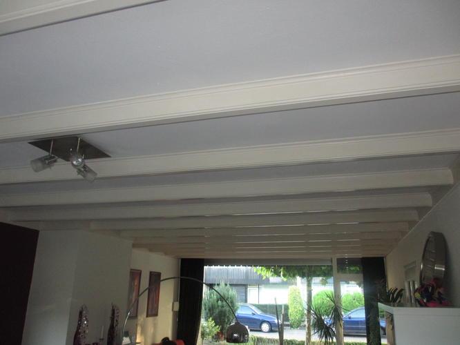 Schilderen balkenplafond woonkamer en keuken werkspot for Woonkamer schilderen