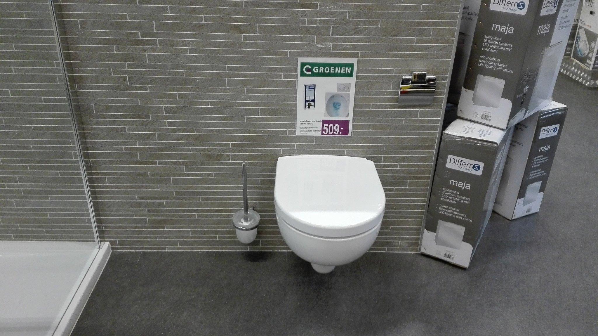 Plaatsen hangend toilet met nieuw tegelwerk wand en vloer werkspot