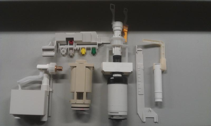 Onderdelen Hangend Toilet : Binnenwerk toilet verwijderen en nieuwe plaatsen. werkspot