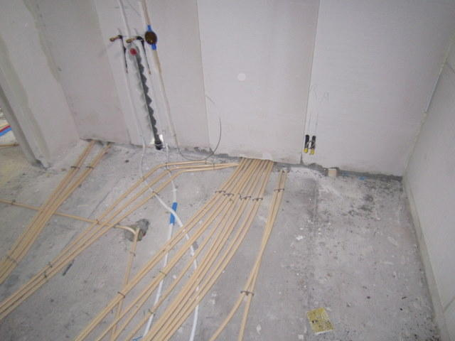 Kimband Badkamer Badkamerlamp : Plaatsen en tegelen van badkamer nieuwbouw werkspot