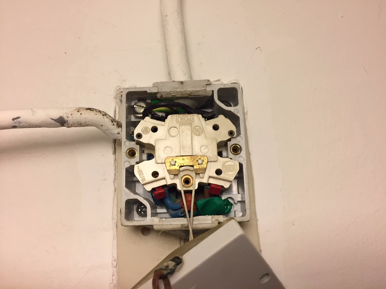 Iets Nieuws lichtschakelaar repareren/vervangen - Werkspot QI97