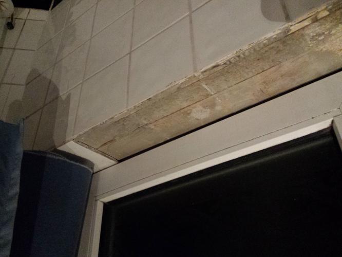 Badkamer renoveren wc tegelplaten wasbak werkspot