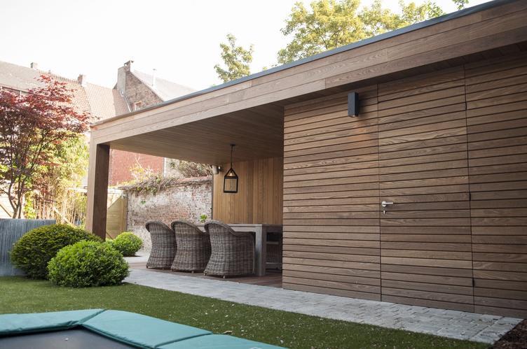 Luxe tuinhuis met overkapping werkspot for Bijgebouw tuin