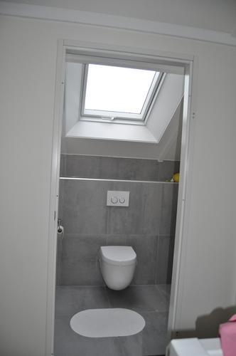 plaatsen en beslag aanbrengen van badkamer deur - Werkspot