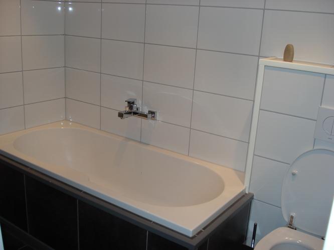 Badkamer tegelen, over bestaand tegelwerk. - Werkspot