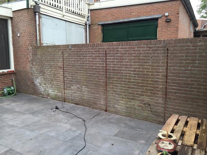 Bakstenen Muur Tuin : Bakstenen muur in de tuin stucen werkspot