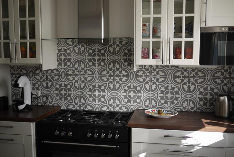 Portugese tegels zetten achterwand keuken   Werkspot